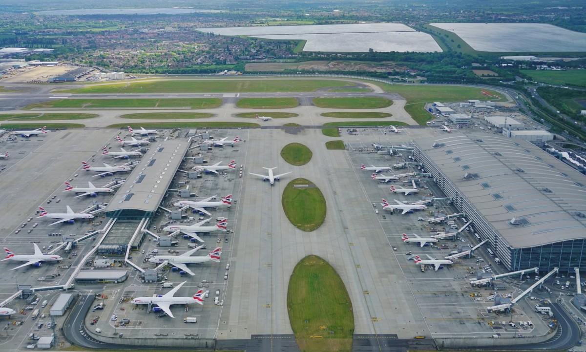 Havalimanlarında ayda yaklaşık 5,4 milyon yolcuya hizmet verildi
