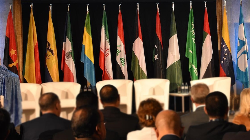 OPEC+ ülkeleri, günlük petrol üretimini kademeli olarak artıracak