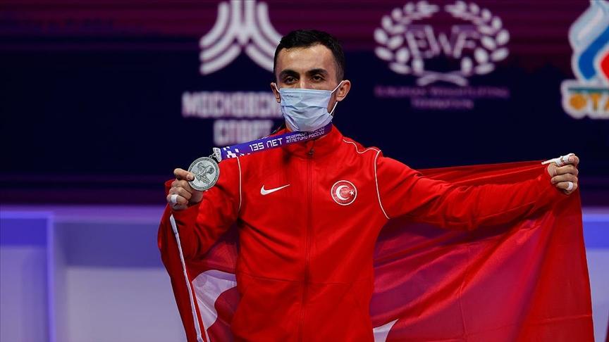 Avrupa Halter Şampiyonası'ndan 3 madalya