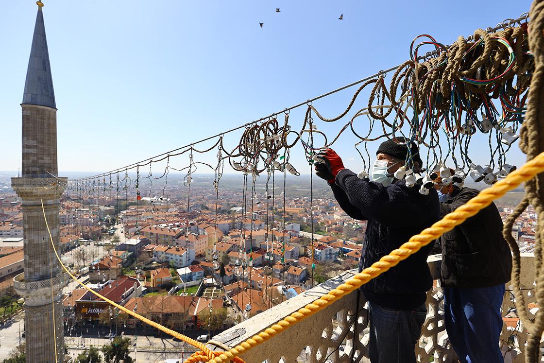 Selimiye Camisi minareleri mahyalarla süslendi