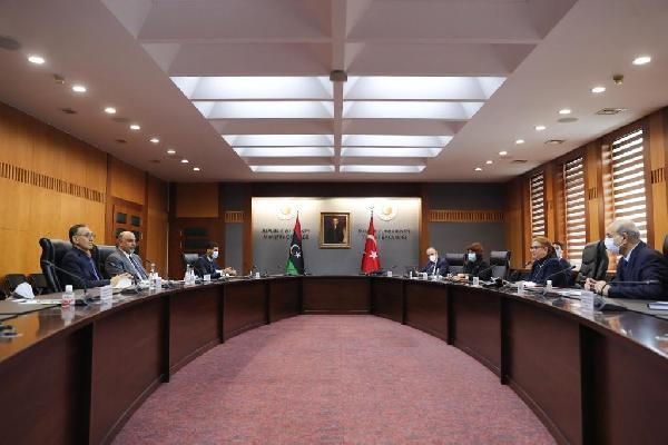 Bakan Pekcan, Libyalı mevkidaşlarıyla bir araya geldi