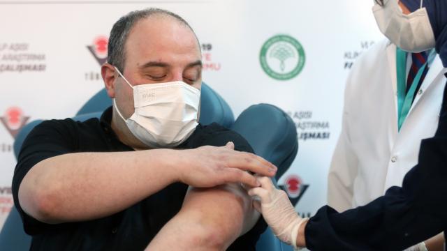 Bakan Varank, yerli Kovid-19 aşısı denemelerinde gönüllü oldu