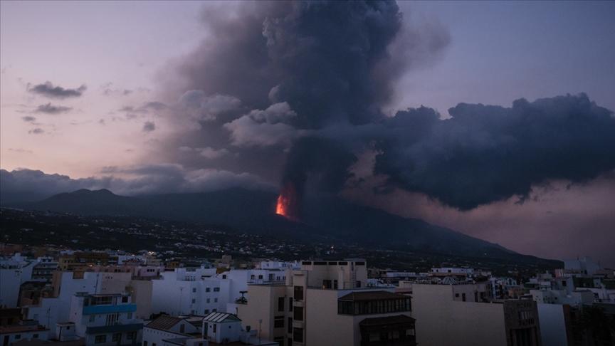 La Palma'da yanardağın püskürttüğü lavlar Atlas Okyanusu'na ulaştı