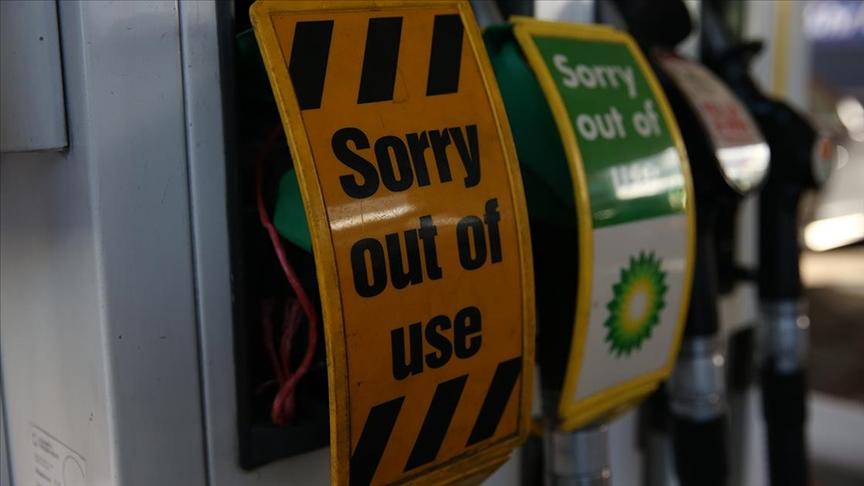 İngiltere'de benzin istasyonlarındaki kriz sürüyor
