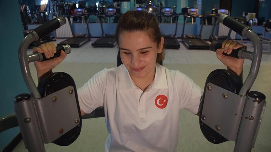 Görme engelli sporcunun 9 ayda verdiği 34 kilo altın madalya getirdi