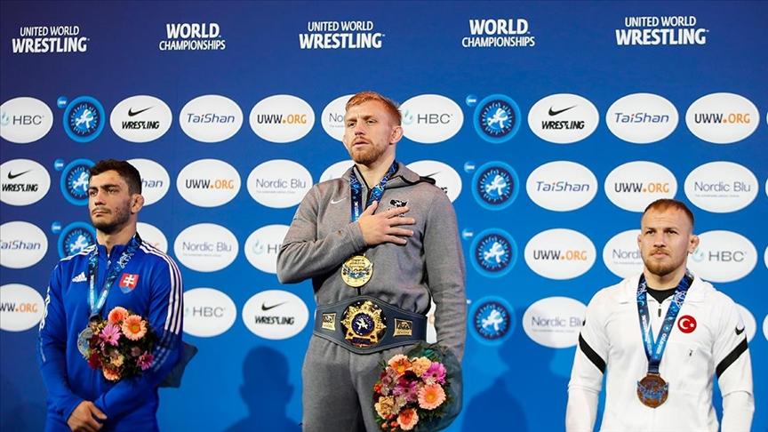 Milli güreşçi Fazlı Eryılmaz dünya üçüncüsü oldu