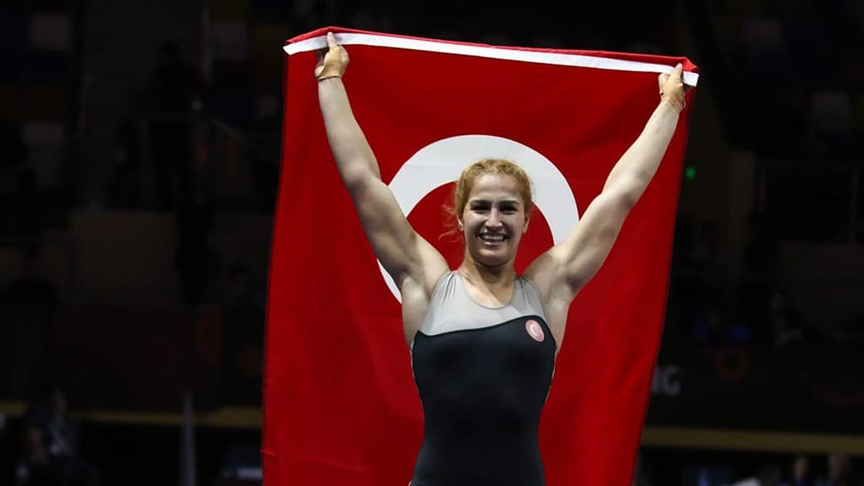 Milli güreşçi Çavuşoğlu'ndan Dünya Şampiyonası'nda bronz madalya