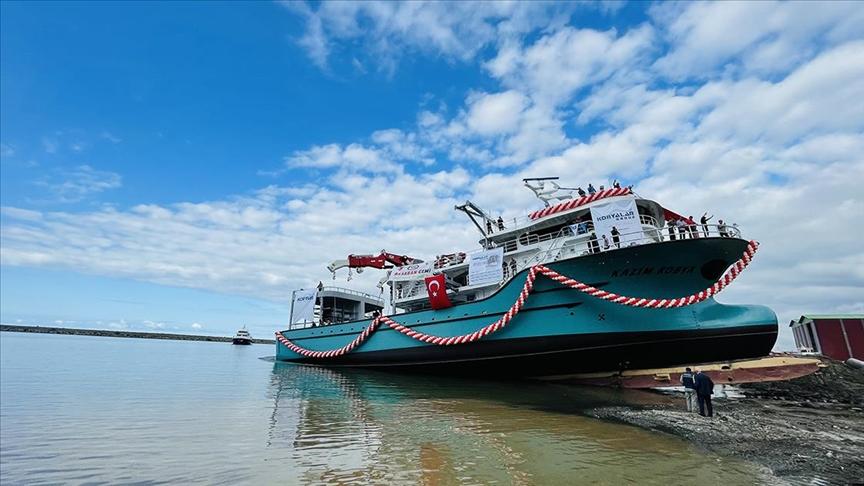 7 milyon dolara imal edilen balıkçı gemisi denize indirildi