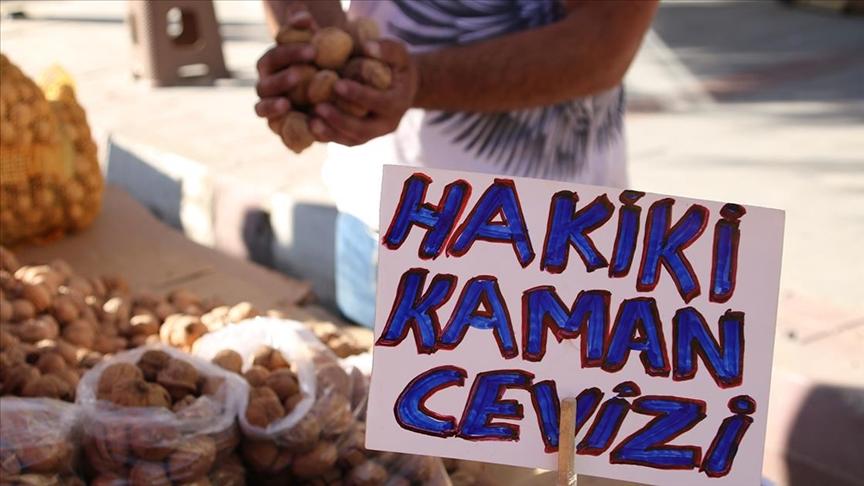 Kırşehir'de yeni mahsul Kaman cevizi tezgahlardaki yerini aldı