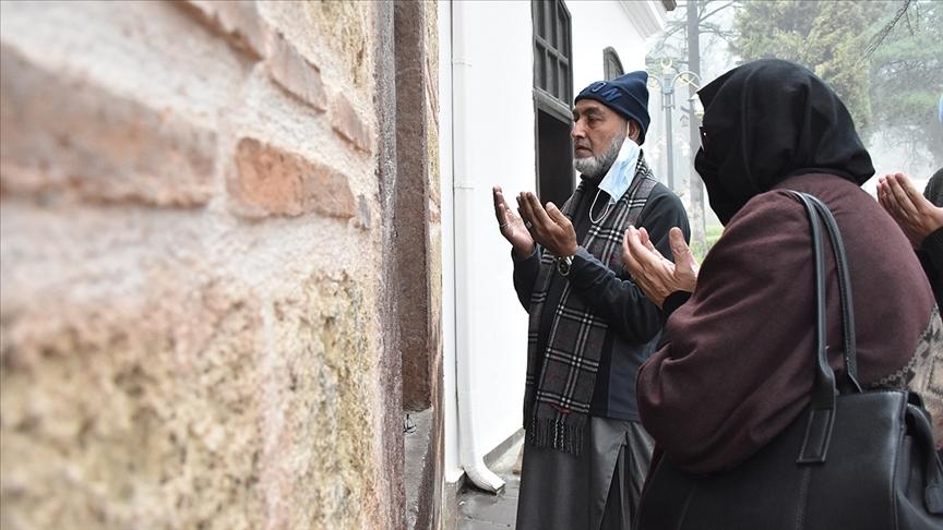 Pakistanlı aile Ertuğrul Gazi'nin türbesini ziyaret etmek için Söğüt'e geldi