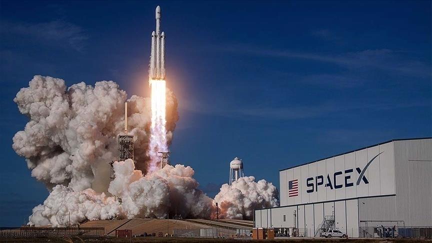 60 internet uydusunu daha uzaya fırlattı