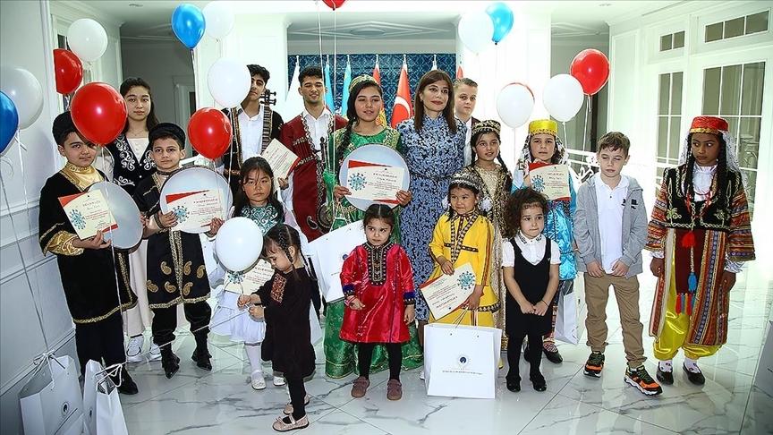 Türk dünyasından çocuklar Bakü'de buluştu