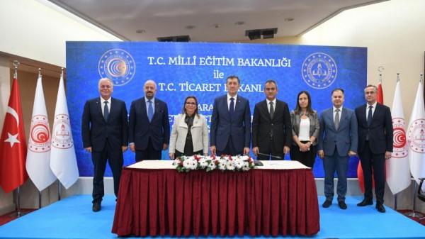 Ticaret Bakanlığının dış ticaret eğitimleri devam ediyor