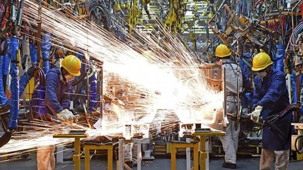 İngiltere'de imalat sanayi PMI şubatta tahminleri aştı