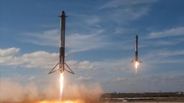 SpaceX'e ait roketin parçası tarlaya düştü