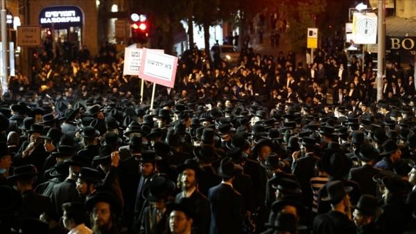 İsrail'de açık alanlarda maske kuralı kaldırıldı