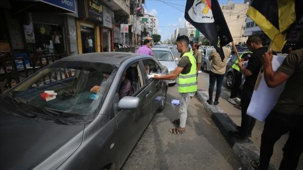 Gazzeliler, Filistinli 6 tutuklunun kaçışını tatlı dağıtarak kutladı