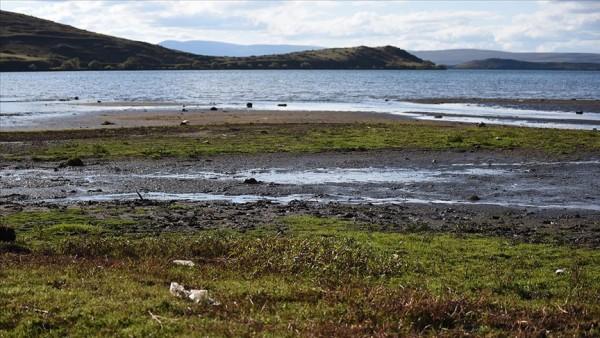 Yağışlar azalınca Çıldır Gölü'nde su seviyesi düştü