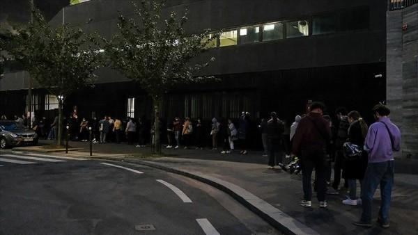 Fransa'da üniversiteliler gıda ihtiyaçları için uzun kuyruklarda bekliyor