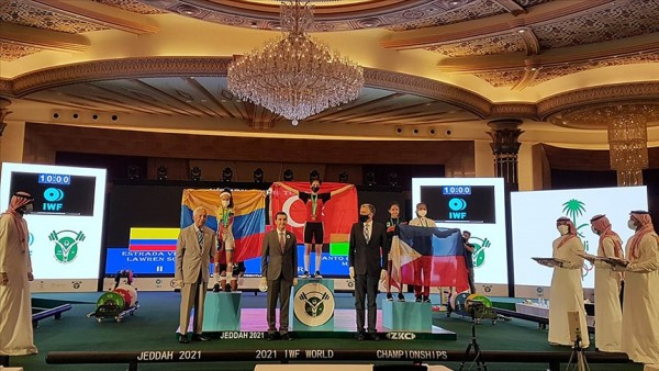 Milli halterci Ezgi Kılıç, yıldızlarda dünya şampiyonu oldu