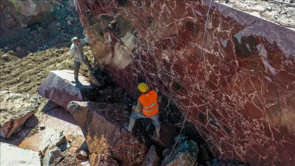 'Elazığ vişne' mermeri üreticisine ABD'den mezar taşı siparişi